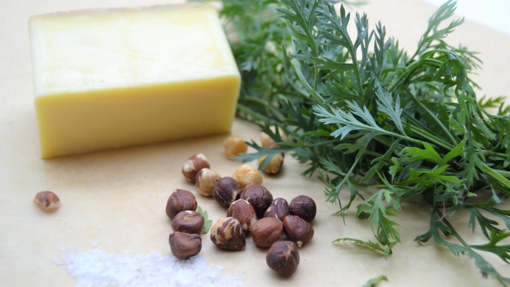 Zutaten für ein grünes Karottenpesto bei Kochen ist Emotion